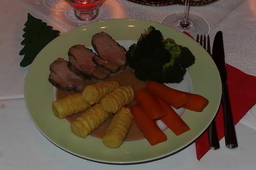 Entenbrustfilet mit Broccoli, Möhren und Kroketten (mein Teller)