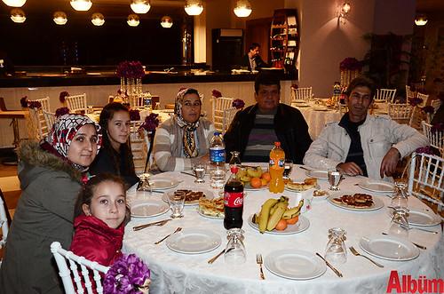 Galip Aşman, Tamer Oğul, eşleri ve çocuklarıyla birlikte poz verdi. Foto 15: Eman Makbul, Sevim Makbul