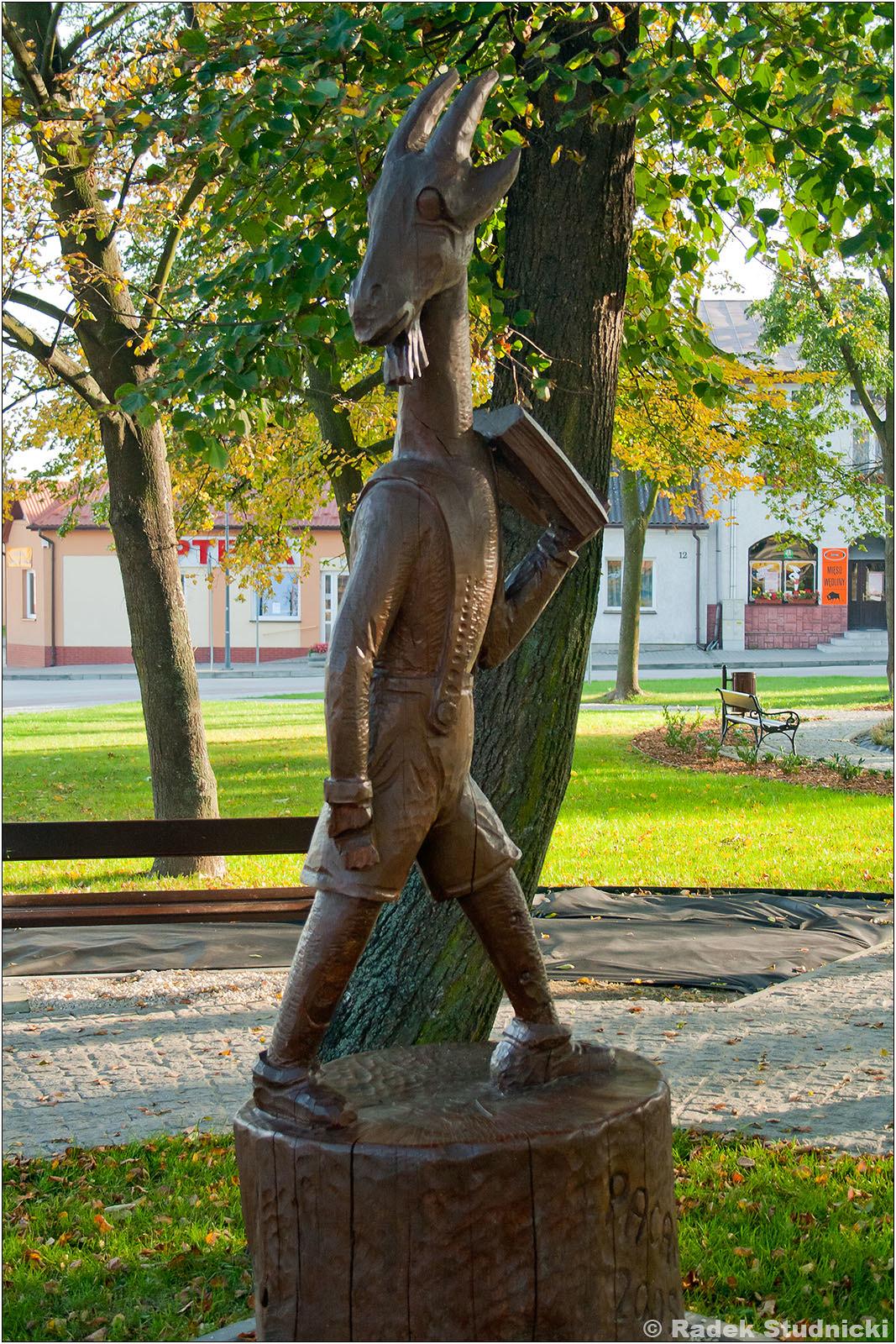 Koziołek Matołek pomnik w Pacanowie