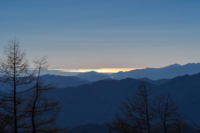 朝日で光る相模湾@七ツ石山