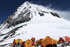 Mount Everest Expedition. Südsattel, 8000 m, mit Blick auf Gipeletappe des Mount Everest Foto: Archiv Härter.
