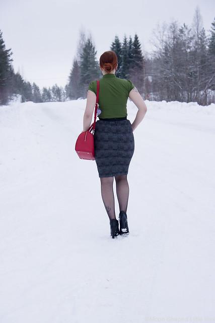 ruudullinen kynähame, vihreä kauluspaita, naisellinen tyyli