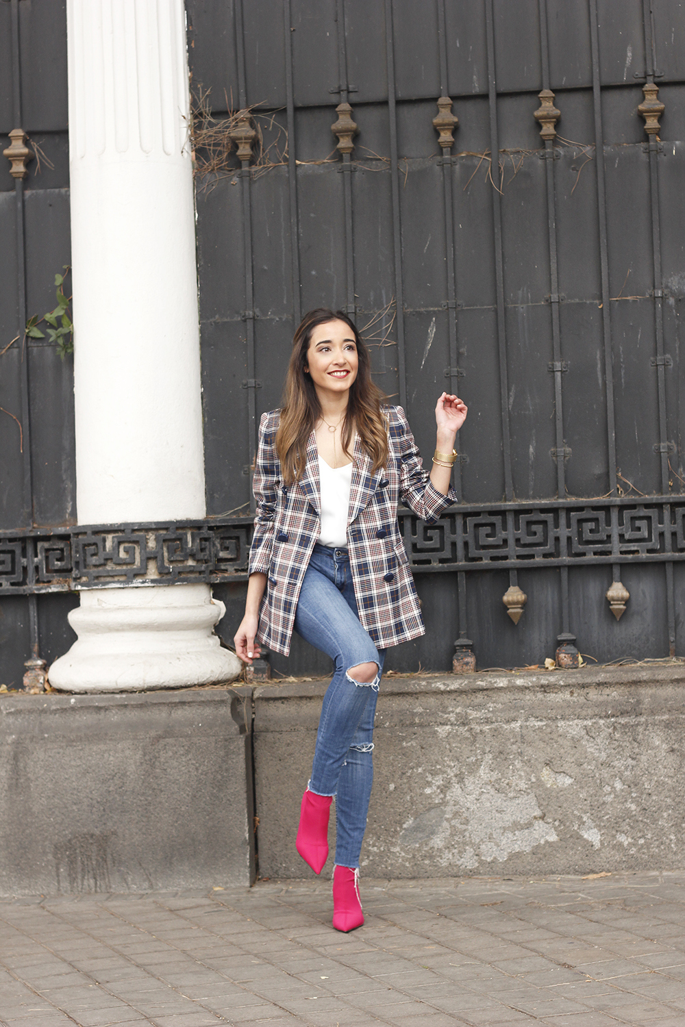 check blazer ripped jeans pink booties street style fashion outfit01