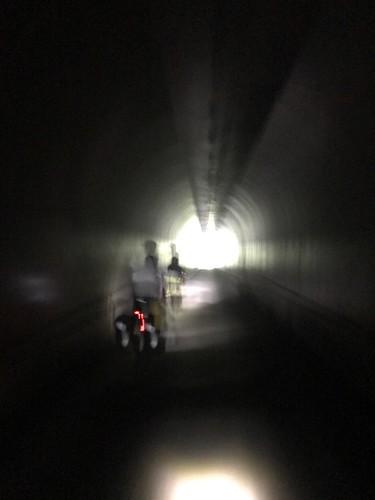 峠は無灯のトンネル。無灯トンネルは地味に好き
