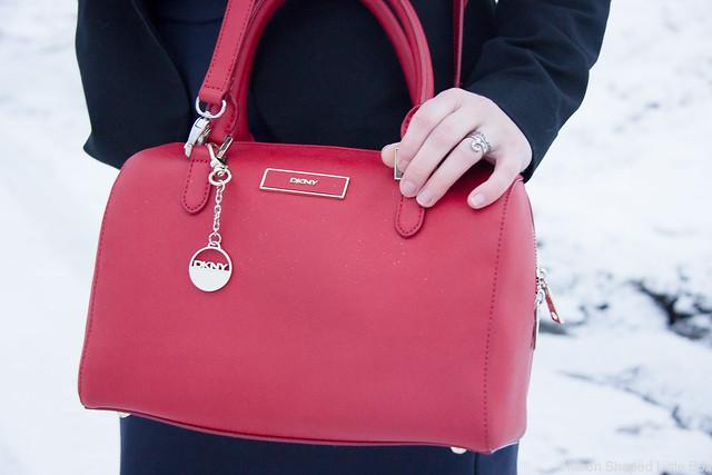 DKNYn laukku, DKNY, saffianonahkainen olkalaukku