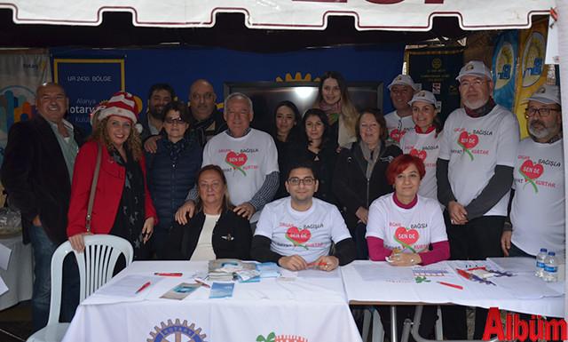Organ bağışının önemine vurgu yapan Alanya Rotary Kulübü de Noel Pazarı'nda stant açtı.