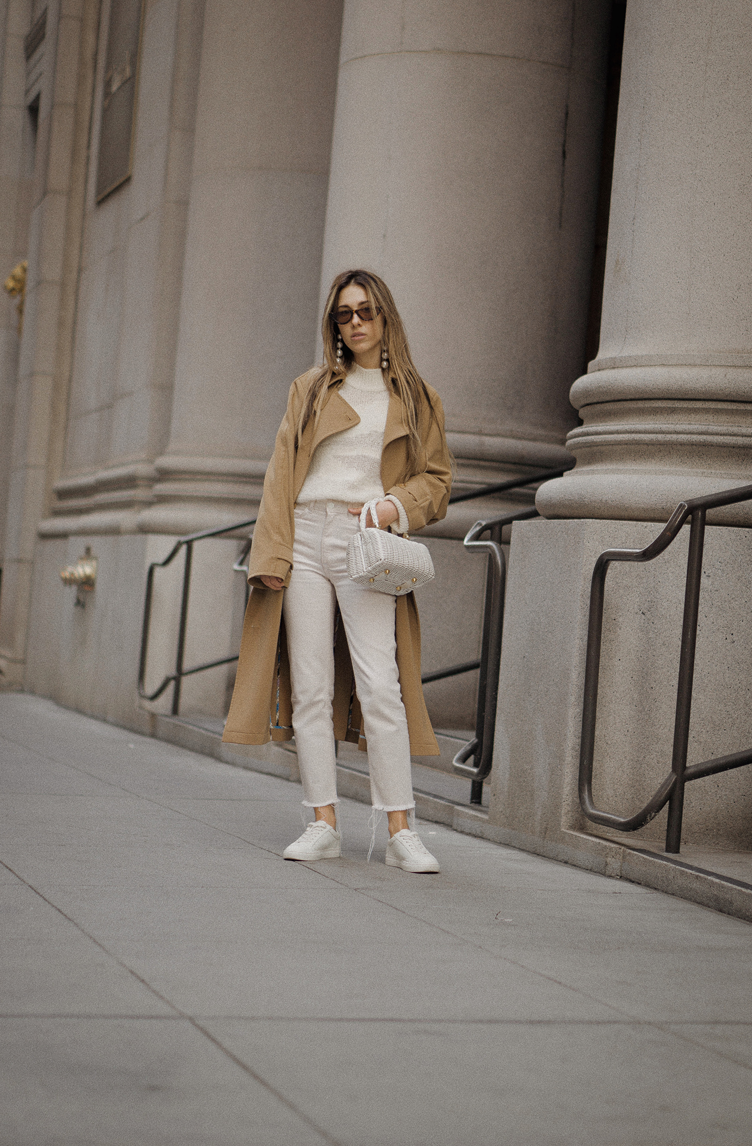 paulsmith_trenchcoat_vinceshoes_wicker_bag_white_outfit_freepeople_lenajuice_thewhiteocean_07