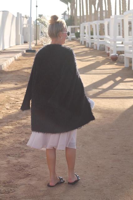 midi-skirt-whole-look-back-wiebkembg