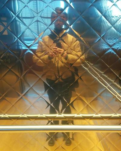 Reflection in a diagonally blocked mirror #toronto #me #selfie #mirror #artgalleryofontario #elevator #mirror #diagonal