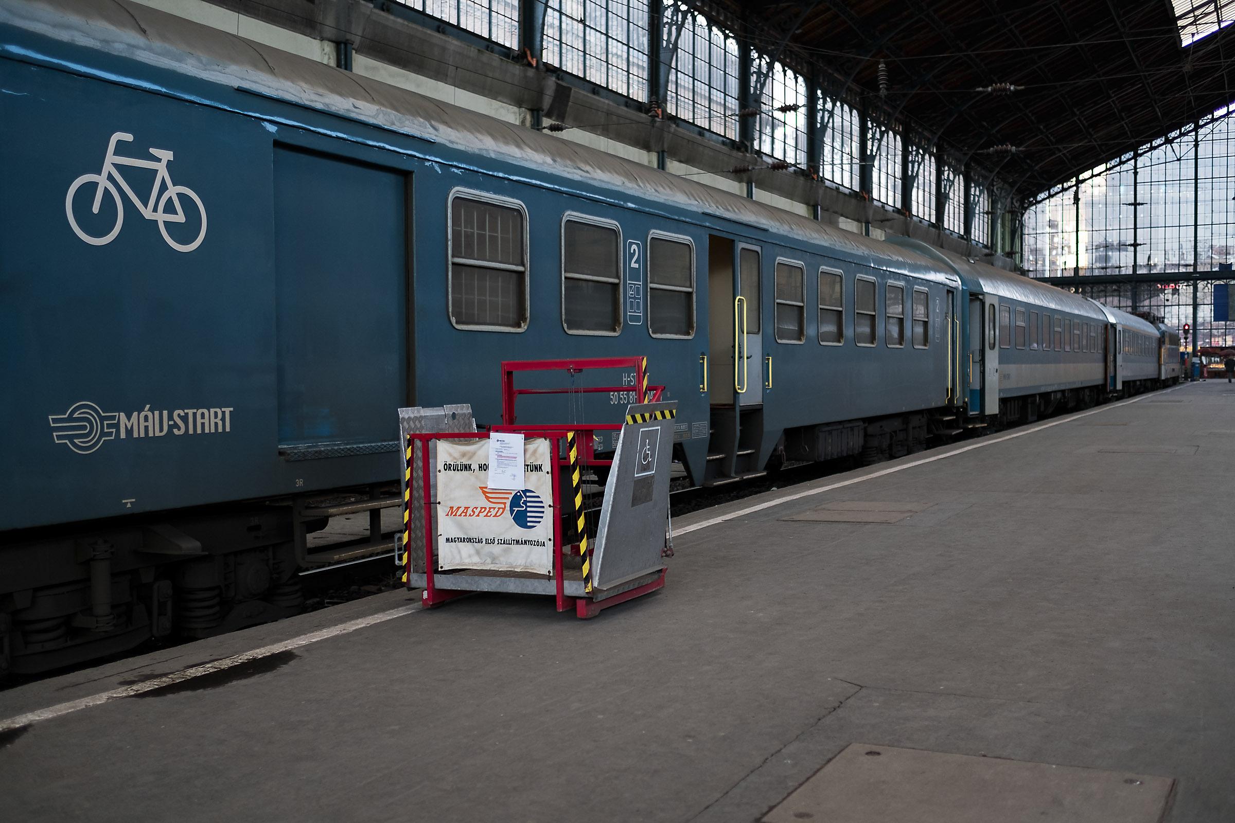 Az egyik, kézi emelőszerkeszet a budapesti Nyugati pályaudvaron | Fotó: Magócsi Márton