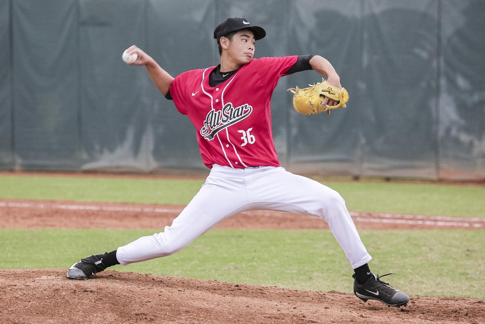 5-1. 獲選2017 Nike台灣青棒菁英棒球訓練營最有價值球員的陳柏毓,在去年便以唯一一位國中生的身分參與訓練營,同時也是連兩屆最佳投手得主。