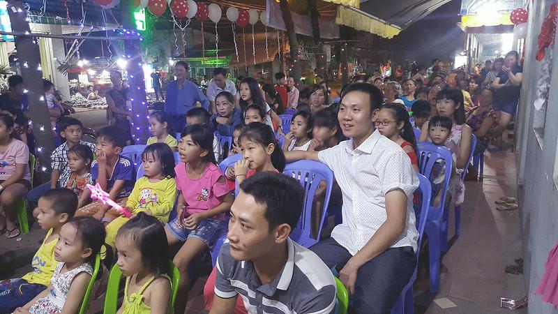 Hội Thánh Bình Dương - Giáng sinh có hơn 100 người tham dự có 6 người tin nhận Chúa (2)