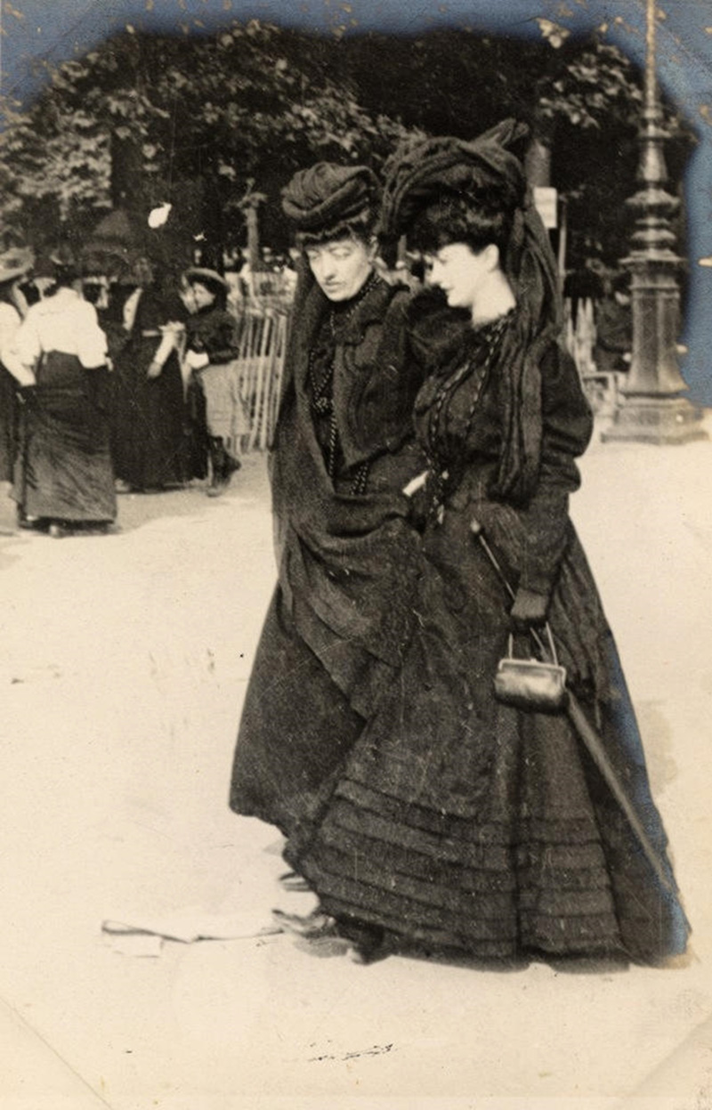 Two ladies in mourning dress, Paris, 1906