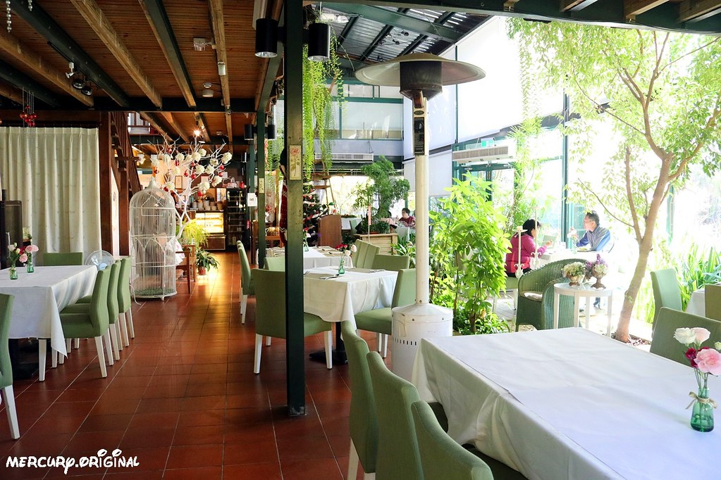 38310985455 f18f3e2d2e b - 熱血採訪|新社千樺花園餐廳,森林裡的玻璃屋咖啡廳,品嚐無菜單法式料理