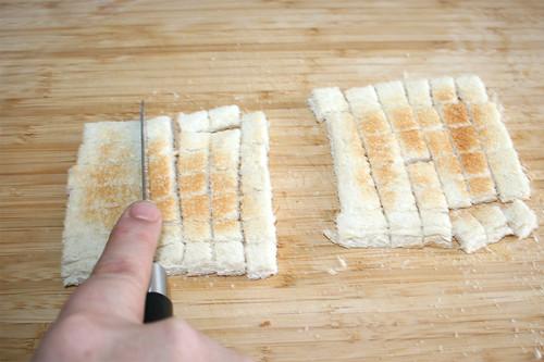 65 - Getoastetes Weißbrot würfeln / Dice toasted bread