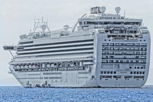 Really BIG Ship (Emerald Princess)
