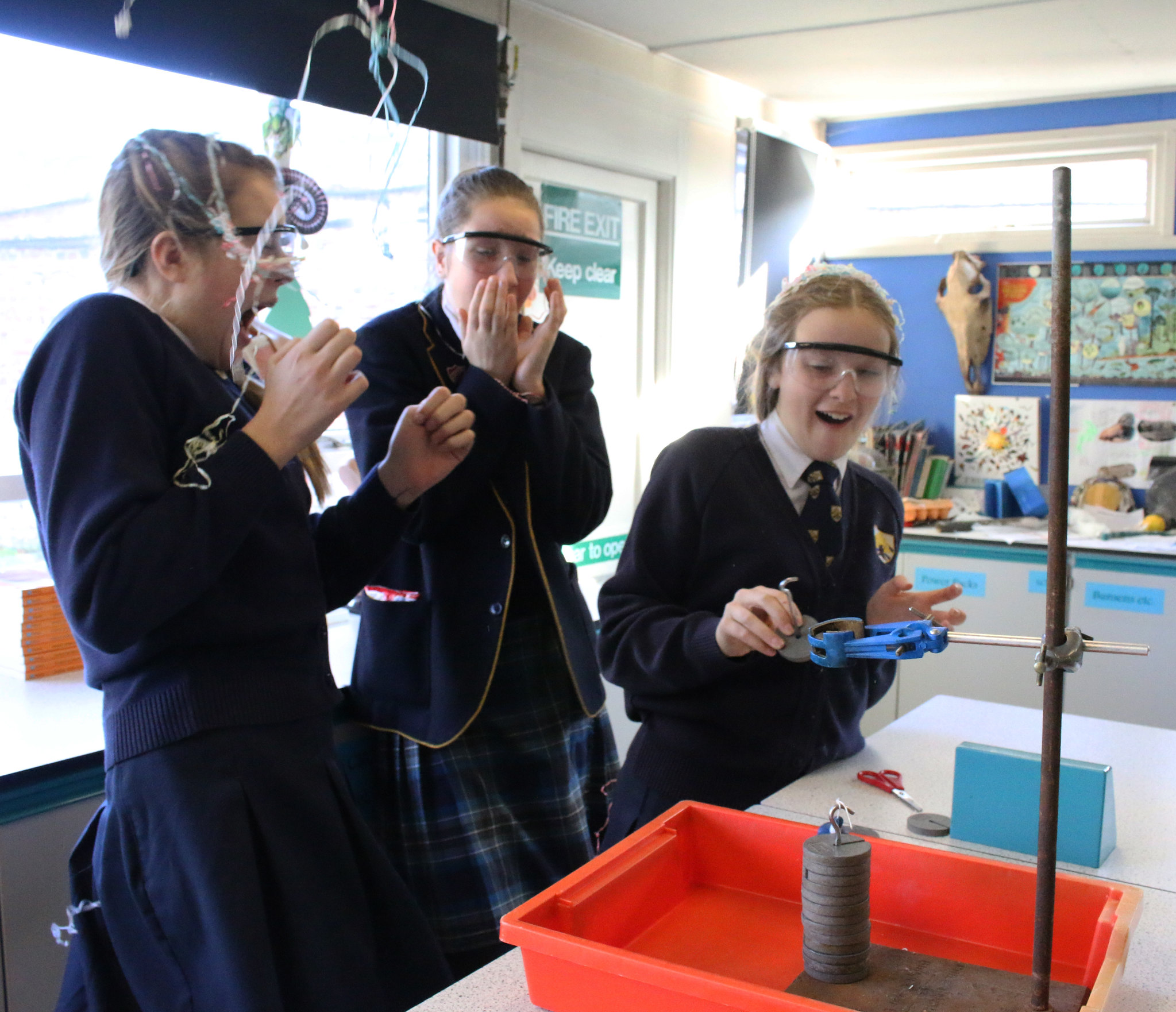 Year 9's Party Popper Experiment