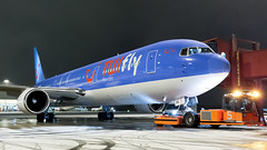 TUI fly Nordic 767 At Night.