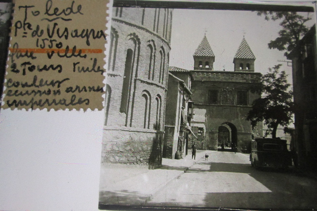 Puerta de Bisagra y Santiago del Arrabal hacia 1935. Cristal estereoscópico de autor anónimo francés.