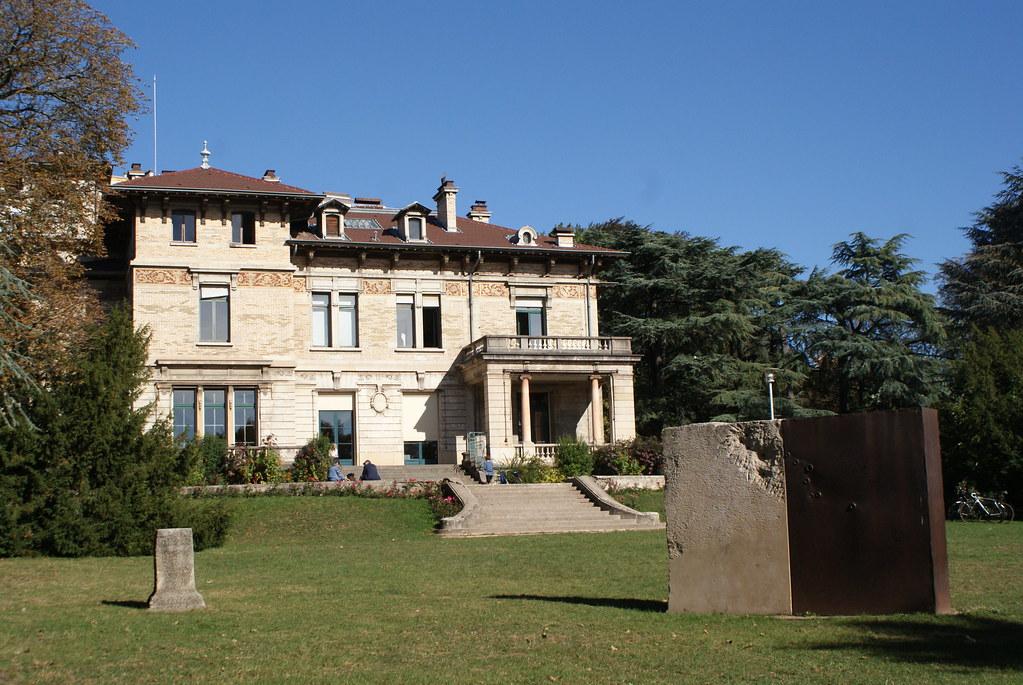 > Le parc de la Cerisaie et Villa Gillet dans là Lyon.