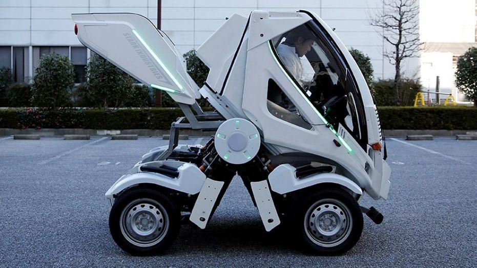 Seperti robot di film Transformers, mobil ini bisa berubah bentuk.