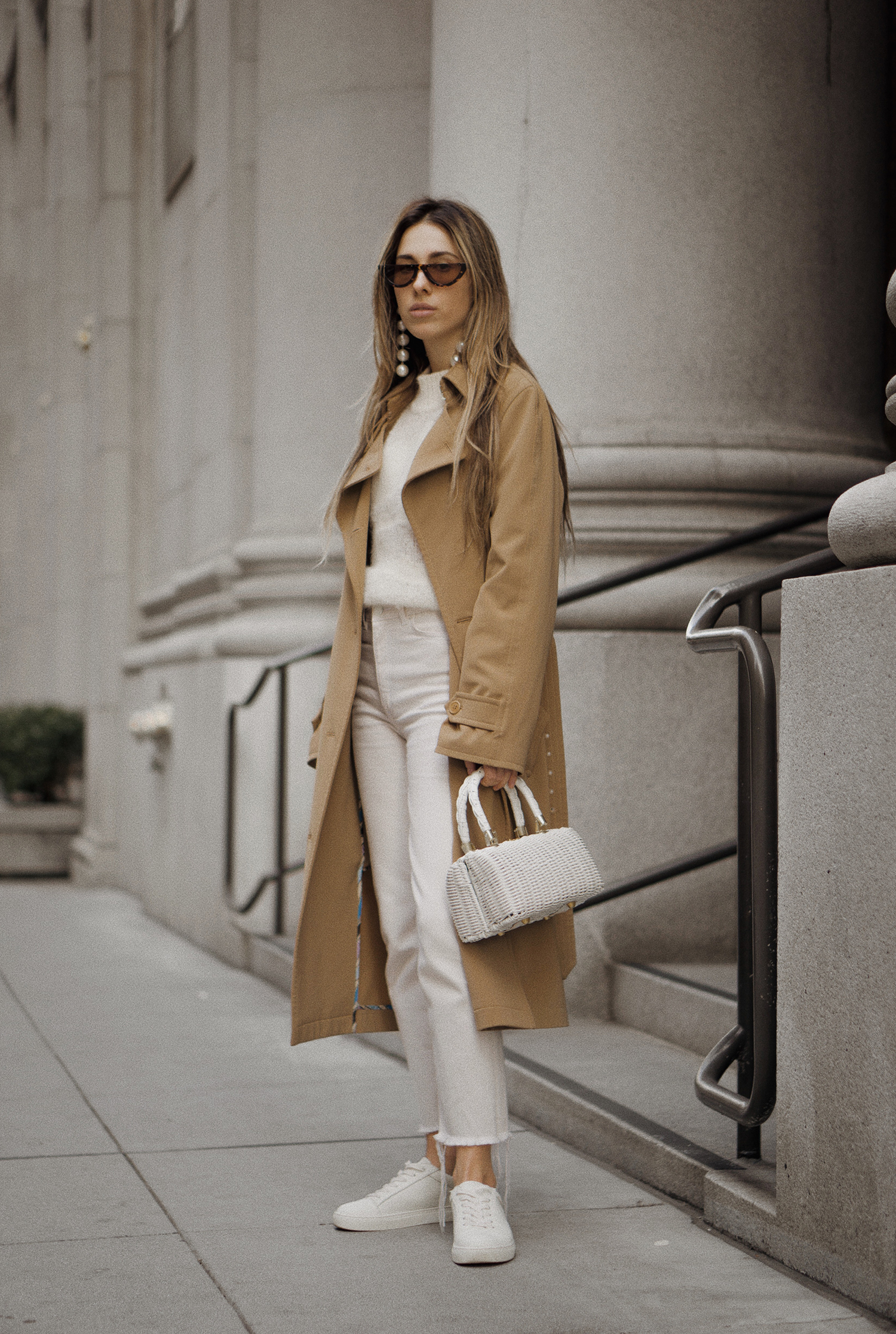 paulsmith_trenchcoat_vinceshoes_wicker_bag_white_outfit_freepeople_lenajuice_thewhiteocean_15