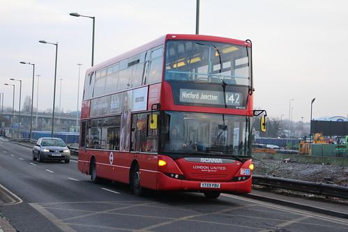 London Sovereign SP40135 on Route 142, Brent Cross