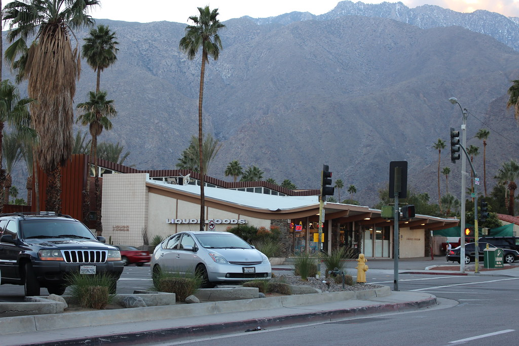 Palm springs square shopping center riverside county for Shopping in palm springs ca