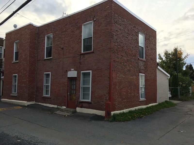 Small house in alley - Verdun