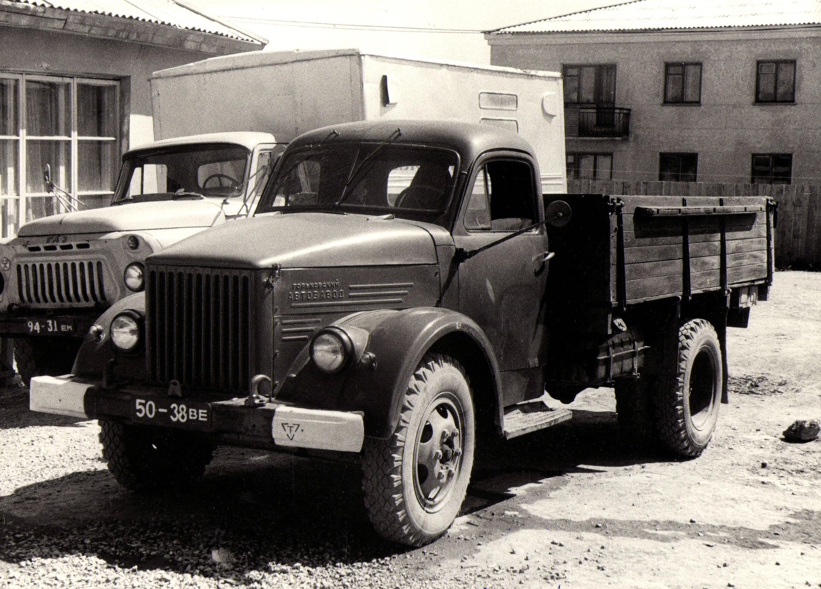 ГАЗ-51А и его «потомок» — ГАЗ-52