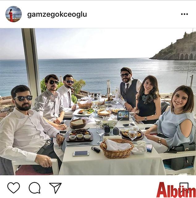 Avukat Gamze Gökçeoğlu, arkadaşı Av. Ahmet Yasin Yıldız'ın ruhsat kutlamasını, Av. Ahmet Akışoğlu, Av. Sancar Akışoğlu ile birlikte Rıhtım Restoran'da yaptılar.