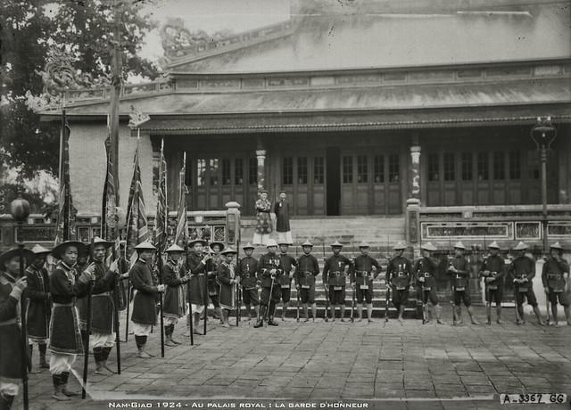 Le Nam-Giao 1924 - Au palais royal : la garde d'honneur