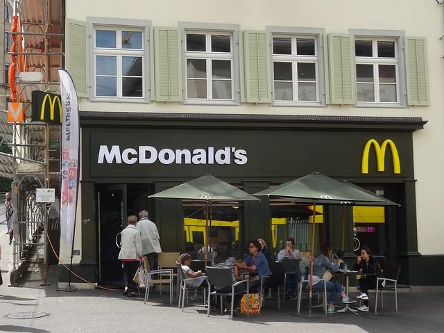 Basel: McDonald's Barfüsserplatz
