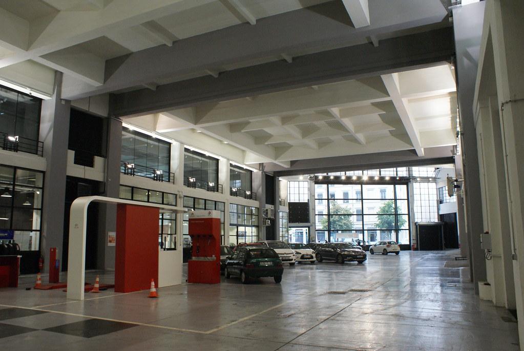 Rez de chaussée du garage Citroen à Lyon.