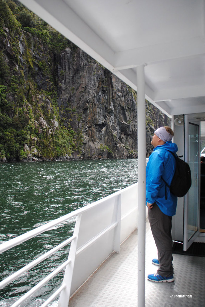 Hemmo laivan kannella, Milford Sound, Uusi-Seelanti