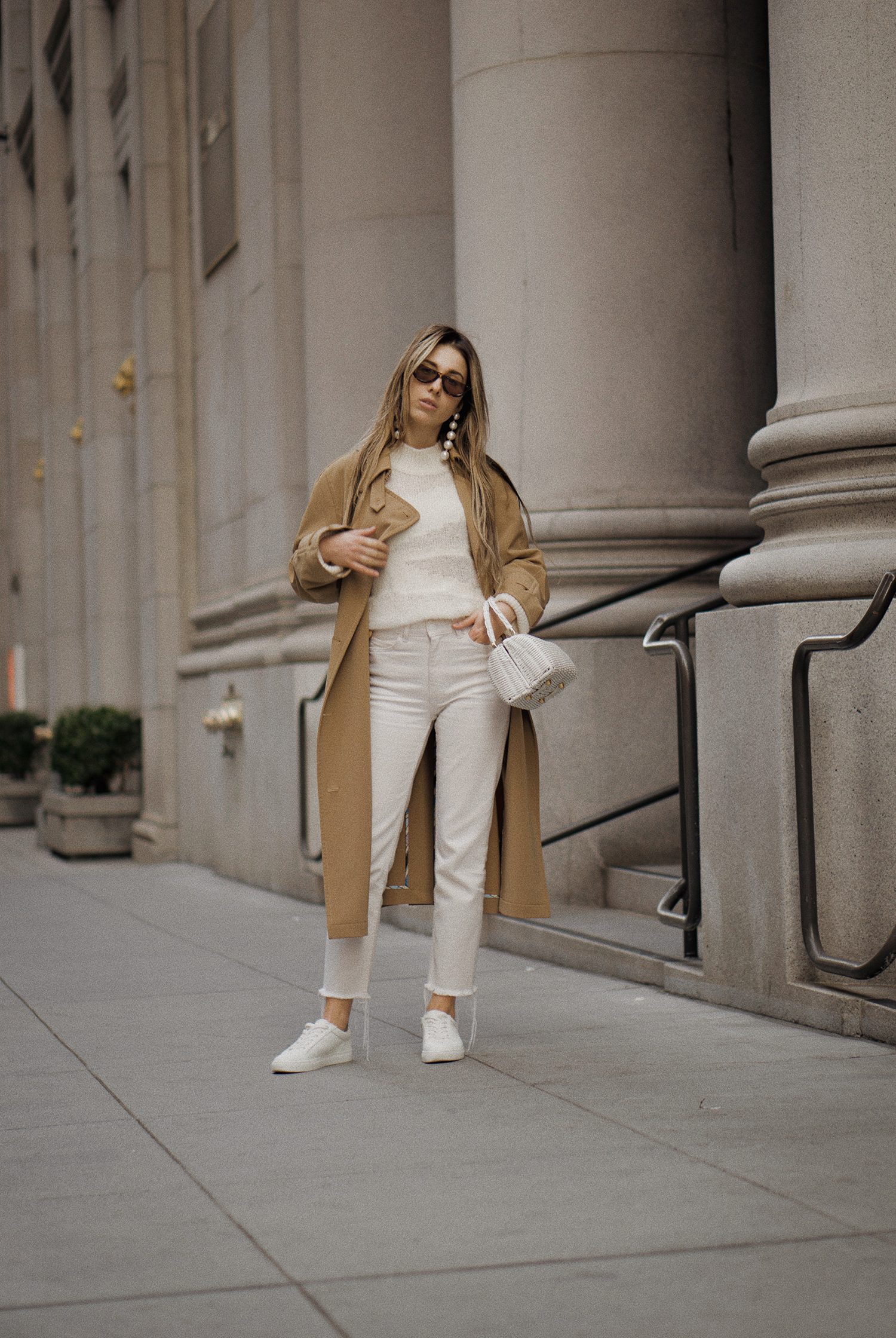 paulsmith_trenchcoat_vinceshoes_wicker_bag_white_outfit_freepeople_lenajuice_thewhiteocean_06