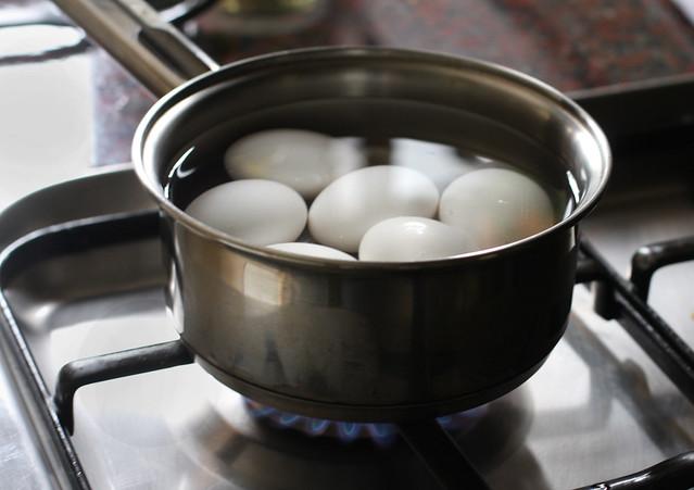 Huevos Rellenos (2)
