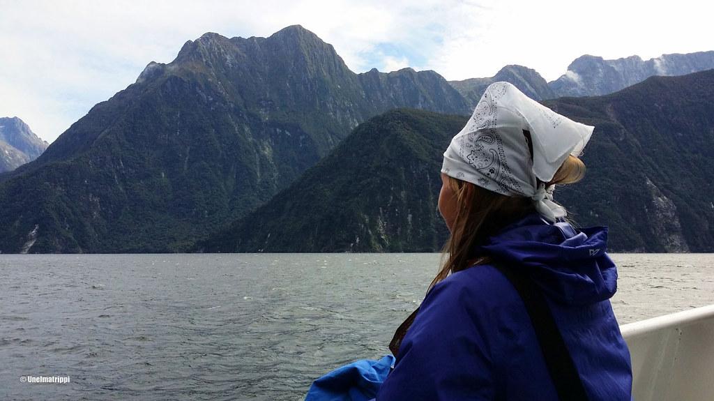 Jenni risteilylaivan kannella, Milford Sound, Uusi-Seelanti
