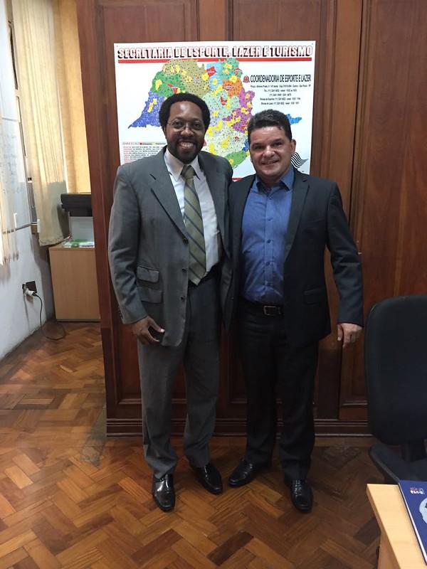 Prefeito do Município de São Simão, Marcos Daniel, em reunião com o assessor técnico de gabinete Claudio da Silva - 11/12
