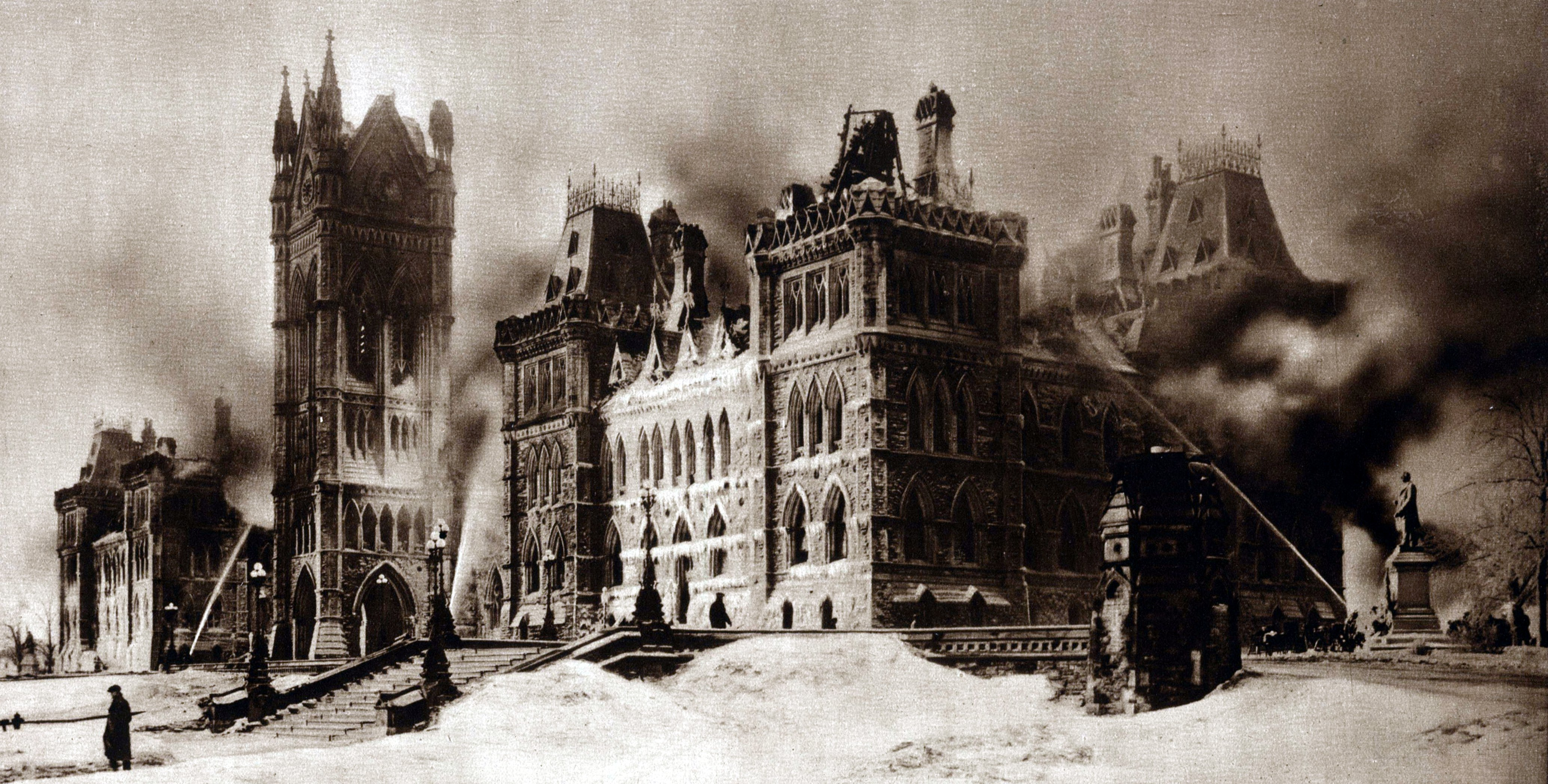 The Parliament buildings the morning after the fire of 1916.