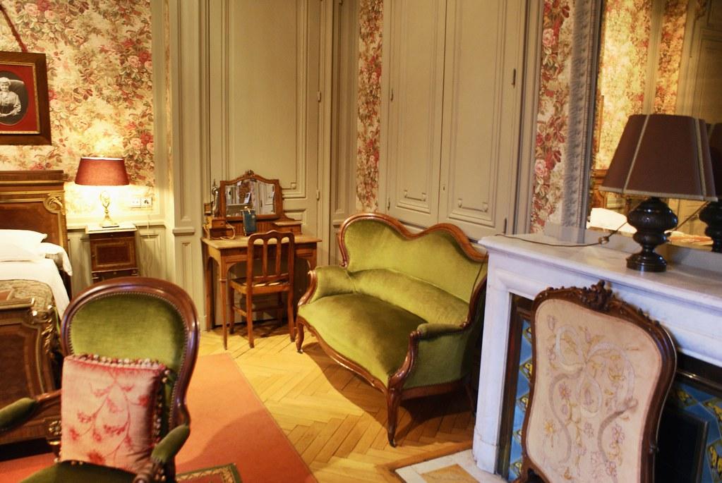 > Une des chambres art nouveau de la Villa Lumière à Lyon.