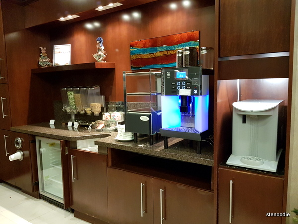 Club Quarters Hotels lounge kitchenette