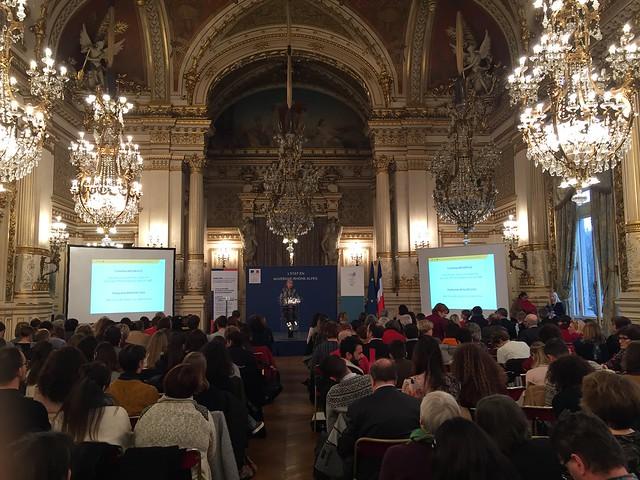 Conférence « Où commence l'inégalité entre les femmes et les hommes?, École, foyer, emploi, salaire, retraite... éclairage sur un processus » (Salons de la préfecture)