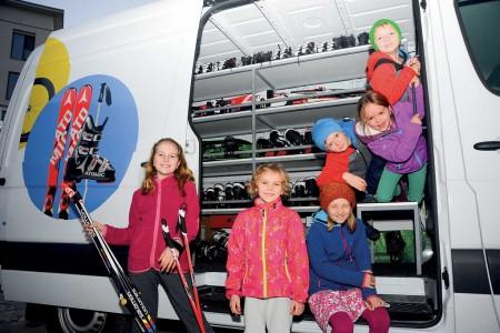 Není to žádná horká novinka, přesto trend celosezónních výpůjček dětského lyžařského vybavení nabírá vposledních letech na intenzitě adobývá si důvěru azájem stále širšího spektra uživatelů. Jak je to ale doopravd...