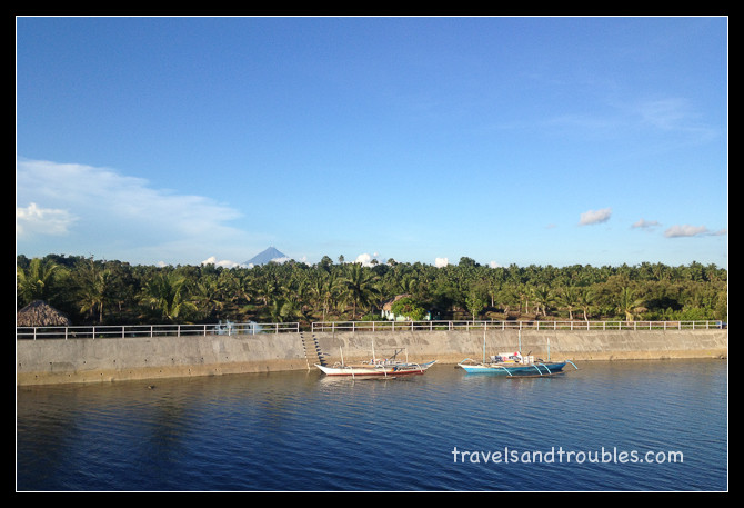 O'god rivier met de Mayon vulkaan