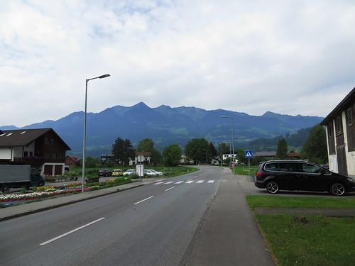 20170614 04 315 Jakobus Ludesch Berge Straße Häuser Bäume