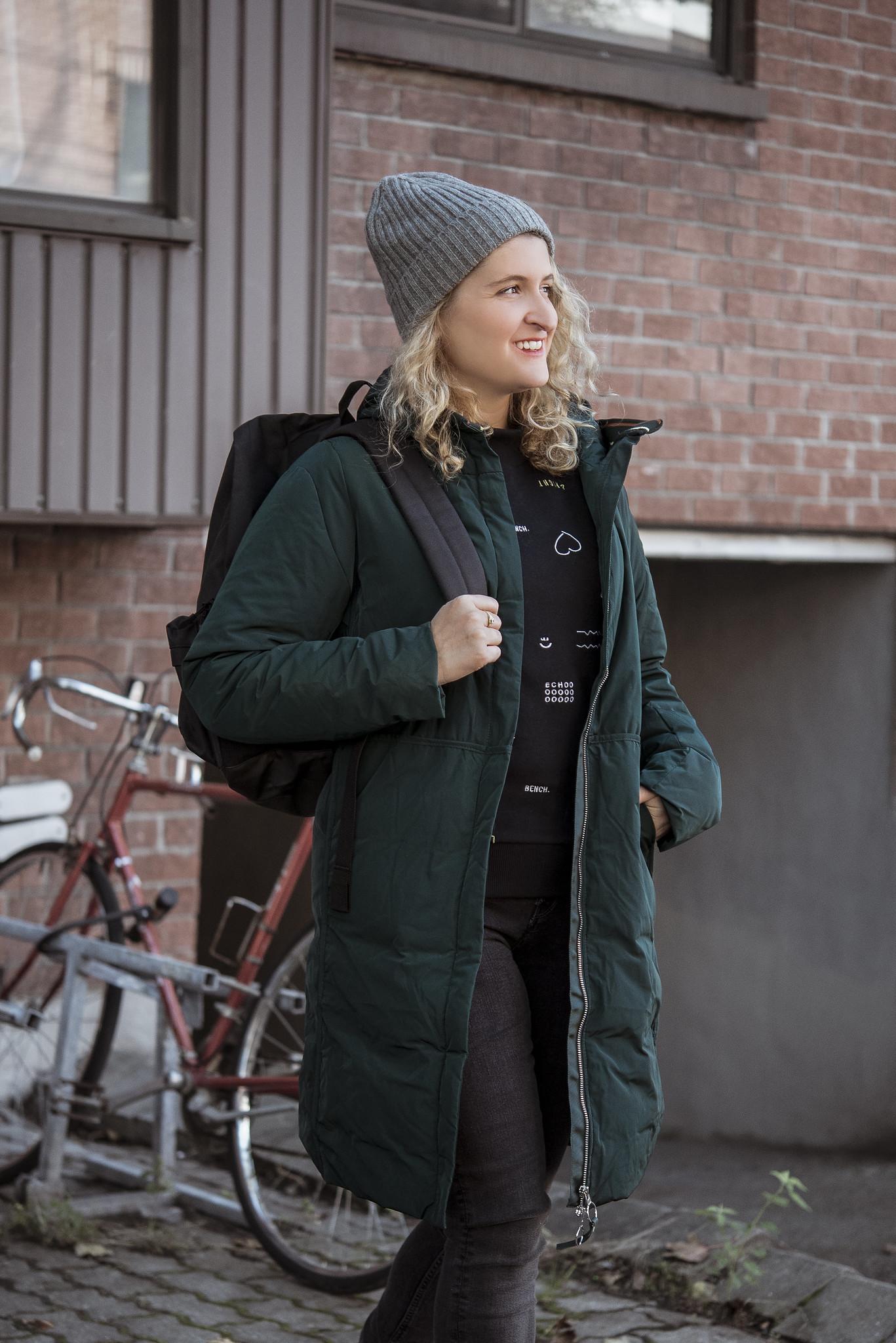 fille avec manteau