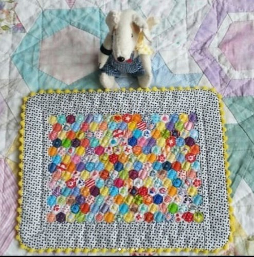Mini Archie's hexy quilt