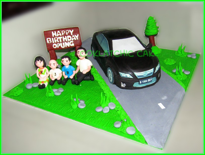 Cake family with Toyota Camry