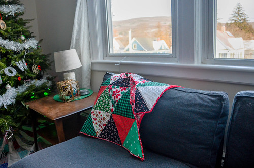Equilateral Triangle Quilt for Christmas